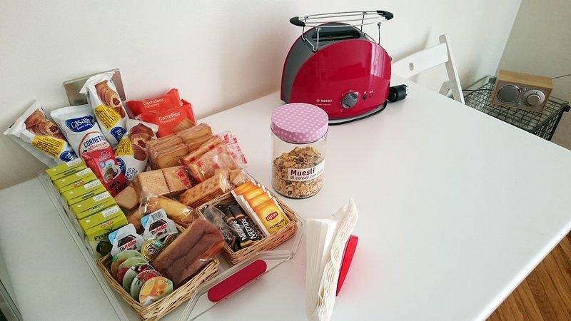 Milk, coffee, tea, jams, fruit juices, cookies, bread, bottled water, pasta, tomatoes and seasonings