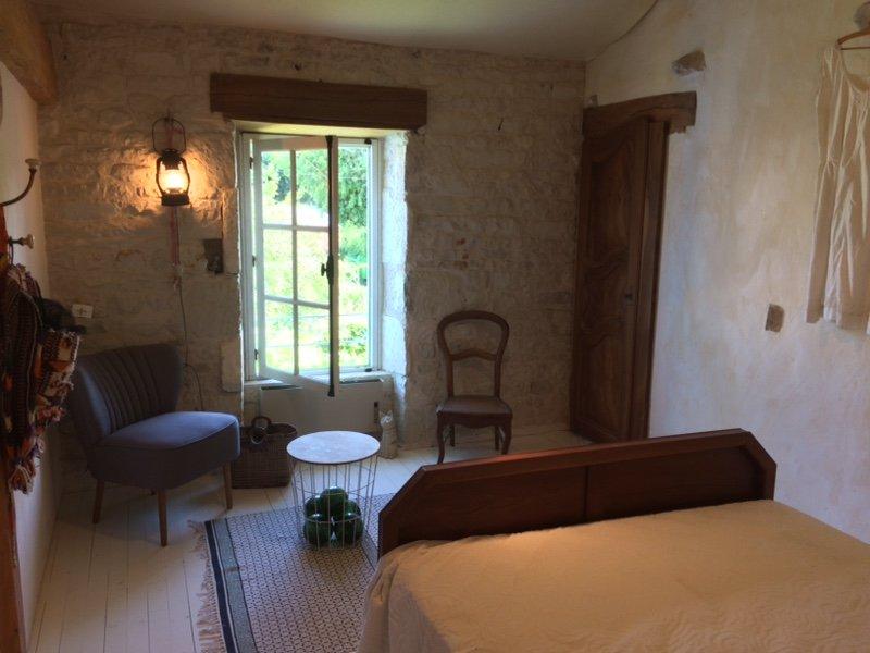 la petite maison : La Rochelle , les îles et la campagne, location de vacances à Ardillieres