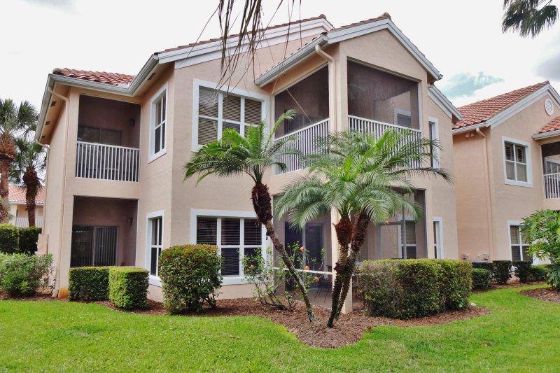 Profitez du style de vie de la Floride avec ce condo de 2 lits et 2 salles de bain.