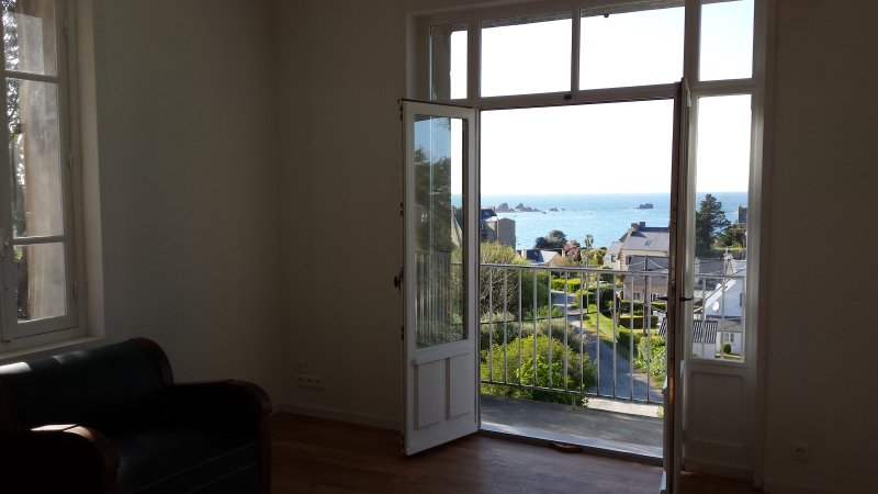 Bel appartement vue sur mer à Primel Trégastel, vacation rental in Saint-Jean-du-Doigt