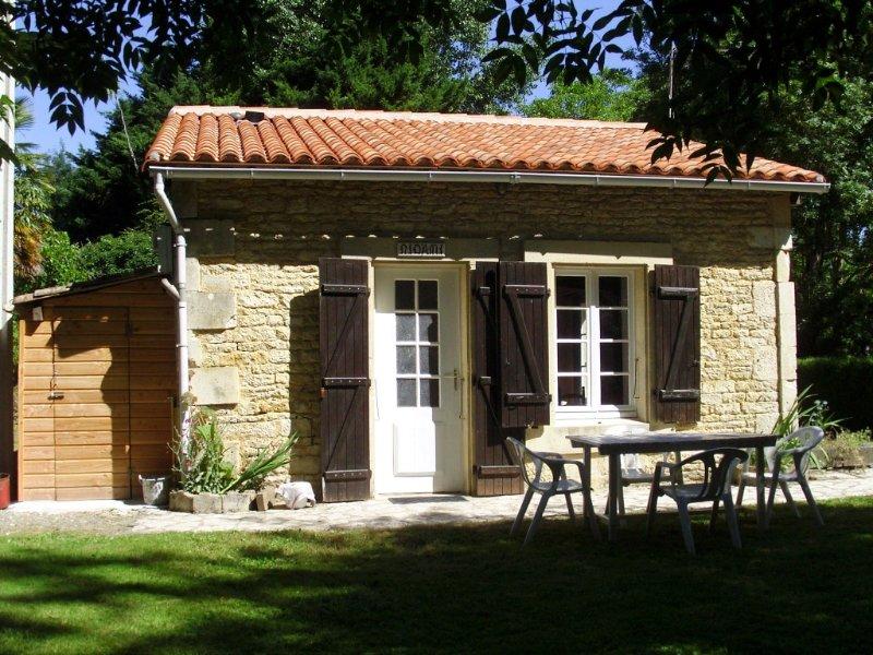 Le refuge. Maison indépendante 3 étoiles avec barque Coulon Marais Poitevin. – semesterbostad i Coulon