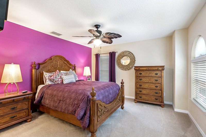 Luxury, Queen size bed plus side cabinets and Flat Screen TV.