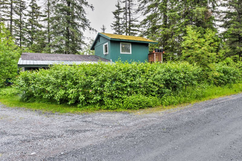 Get the ultimate Alaska experience with this Seward vacation rental apartment!