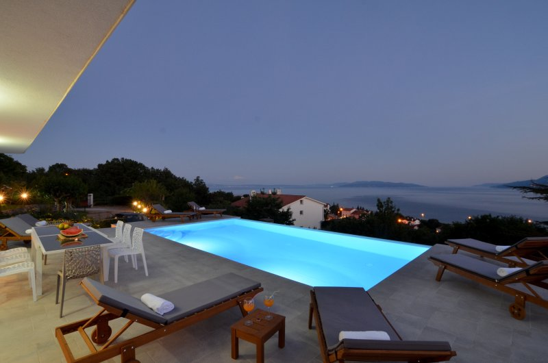 Villa Maelynn ***** Heated infinity pool with Stunning seaview, Opatija 4km, holiday rental in Opatija
