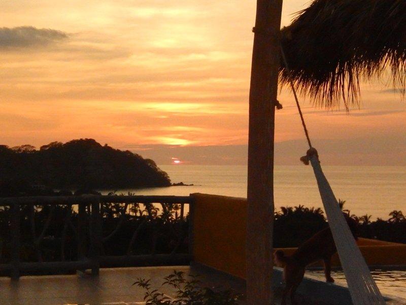 ¿Quieres ver la puesta de sol relajarse en una hamaca?