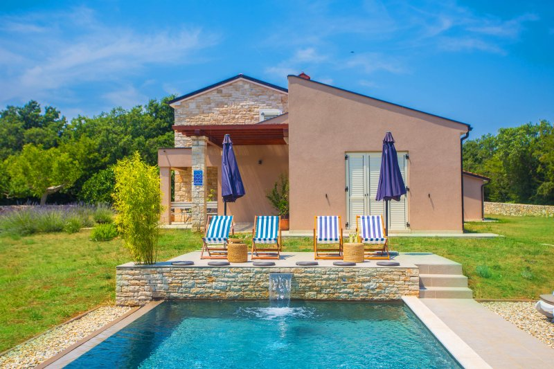 Villa Marten by Rovinj immerse in greenery, holiday rental in Golas