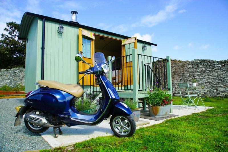 Y Gorlan Shepherds Hut Room 1, location de vacances à Llanfachraeth
