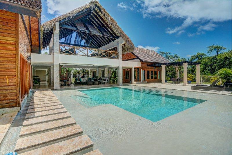 Impressionnant Arquitecture Tropical et une grande piscine