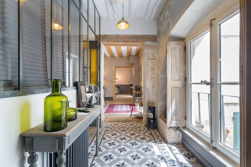 Appart En Ville   Appartement Cossu Et Tres Calme  Place Bellecour,