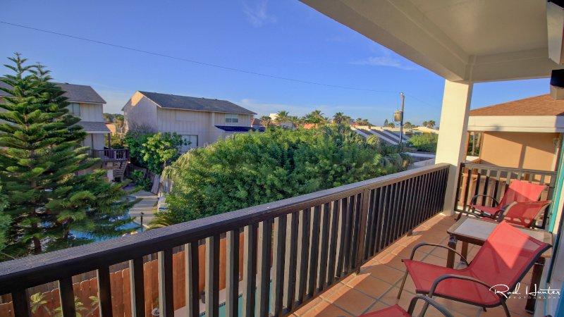 Bak upstairs patio view