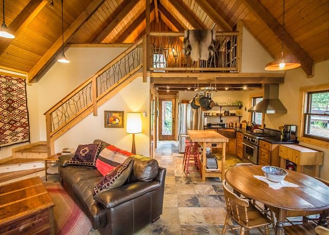 Sorenbrook: Charming Dog-Friendly Creekside Cabin!, vacation rental in Breckenridge