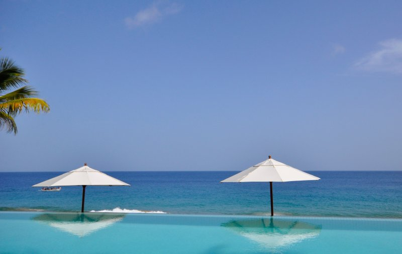 The hypnotizing sight of the harmonious blue horizon at Infinity pool overlooking the ocean.