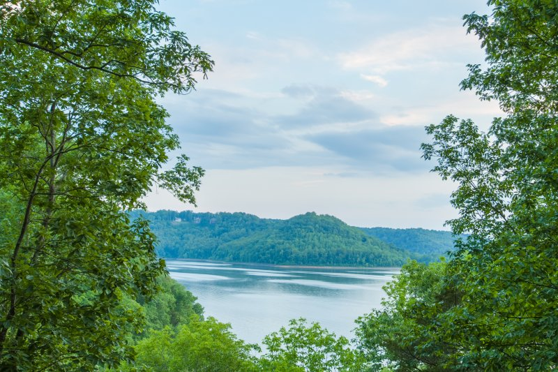 Overlook Center Hill Lake and stunning mountains from this 2-bedroom, 1.5-bathroom vacation rental home in Baxter.
