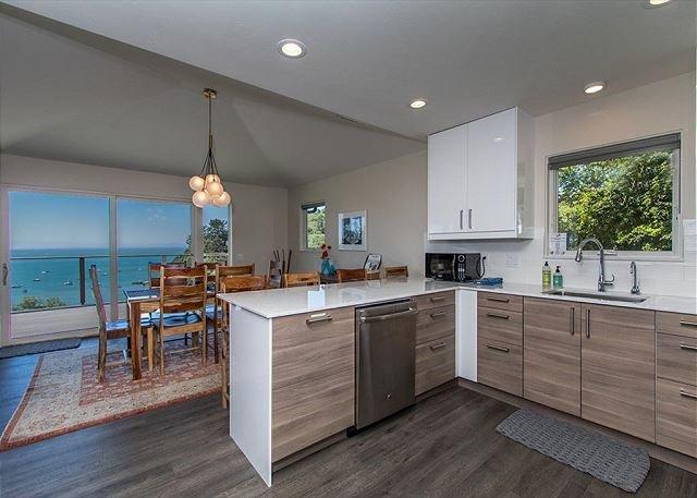 Treasure Cove - Hot Tub, Ocean Views & Walk to Beach!, holiday rental in Orick
