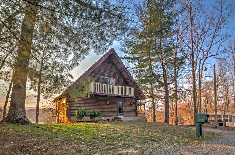 Ritiro a serenità a questo 5 camere da letto Byrdstown cabina casa vacanze.