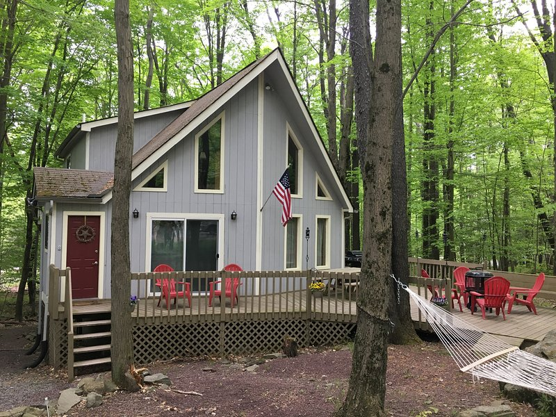Enjoy a peaceful Pocono Lake retreat with this marvelous vacation rental house.