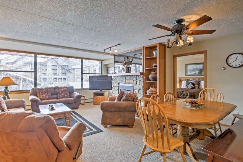 The condo offers 2 bedrooms, 3 bathrooms, and sleeps up to 10 guests.