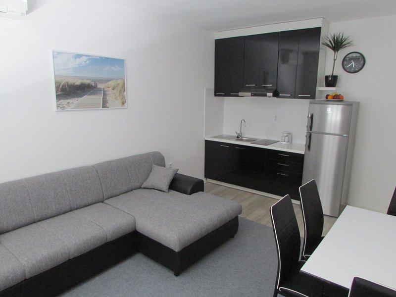 Sunset Apartment 1, vacation rental in Nin