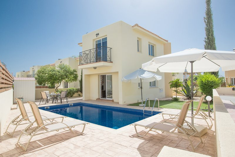 Nancy, 3 bed with pool, 300m from Kalamies Beach, location de vacances à Paralimni