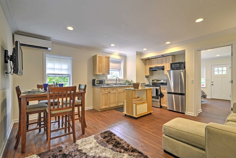 Renovated Apt w/Patio 5 Mins to Pt Pleasant Beach, holiday rental in Lakewood