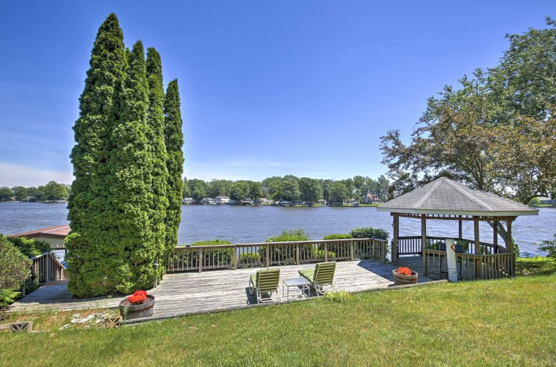 Beautiful Waterfront Monticello House w/Fire Pit!, vakantiewoning in Francesville
