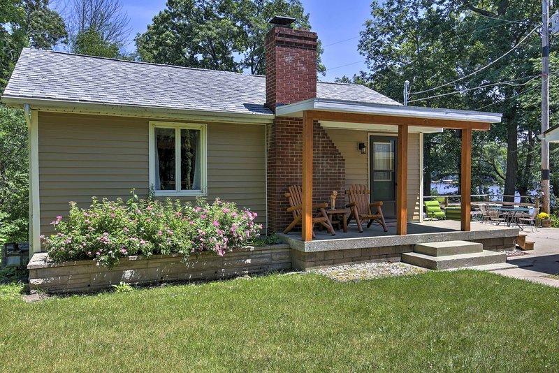 La casa aislada ha sido recientemente remodelado y actualizado con todas las comodidades y electrodomésticos nuevos.