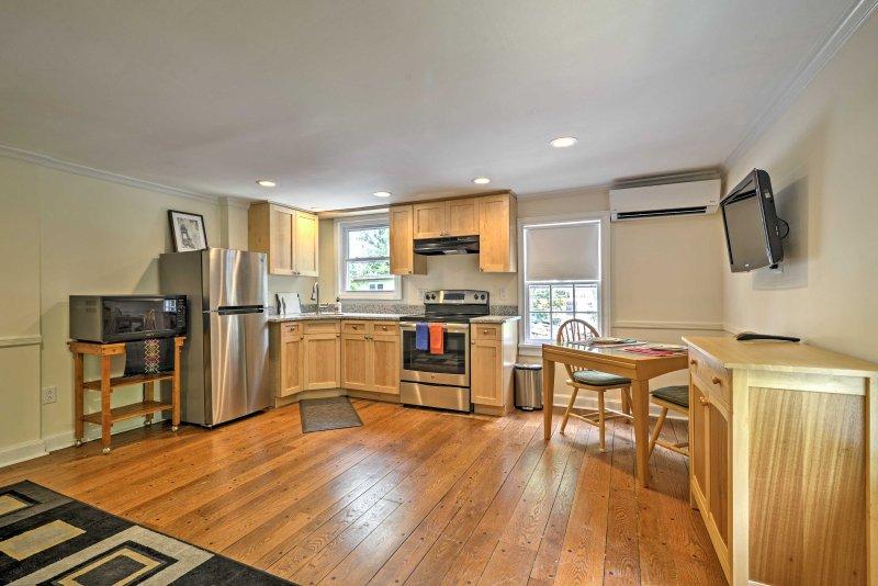 Recentemente ristrutturato, la casa dispone di tutti i nuovi elettrodomestici, arredi e infissi.