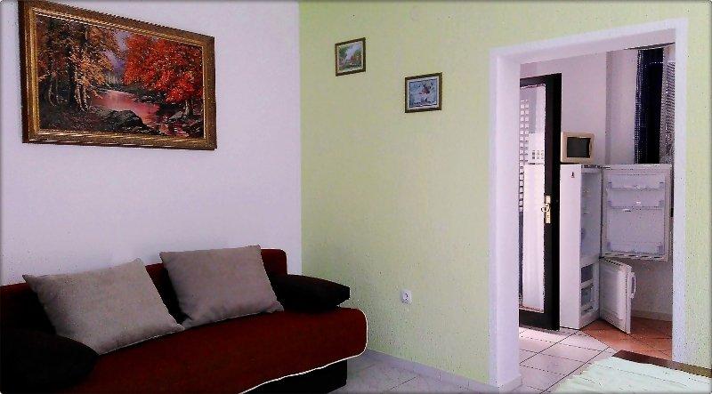 H(10+1): living room