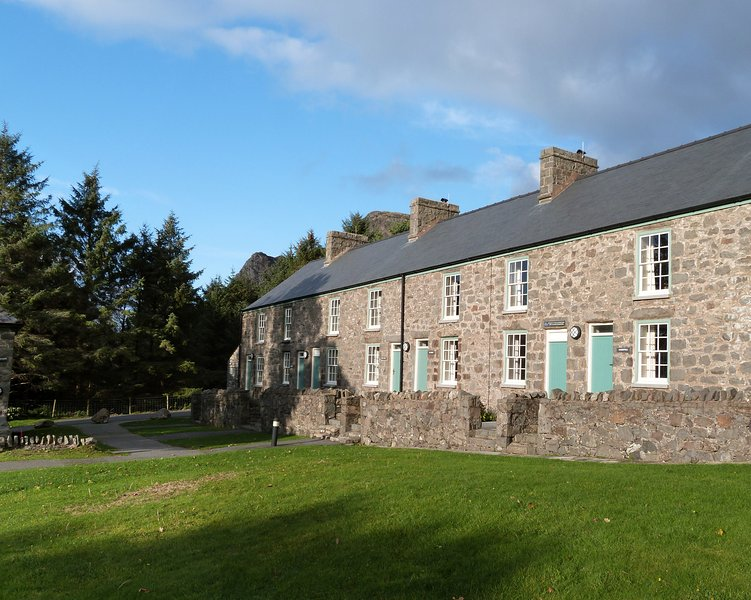 Nant Caerffili: Llyn Peninsula cottage with a Sea View - 197048, vacation rental in Llanaelhaearn