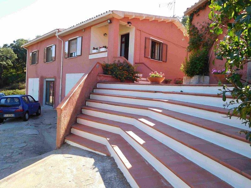 Villa Grazia- Casa di campagna immersa nel verde tra mare e montagna, holiday rental in Monti