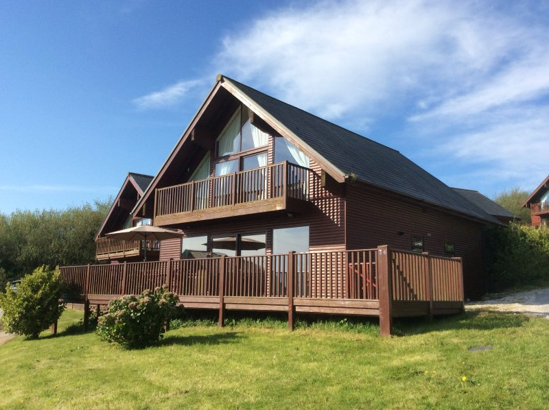 Privately owned Luxury Lodge at Retallack Resort, holiday rental in Talskiddy