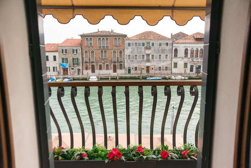 MURANO Suites - AMETISTA with balcony over the canal.