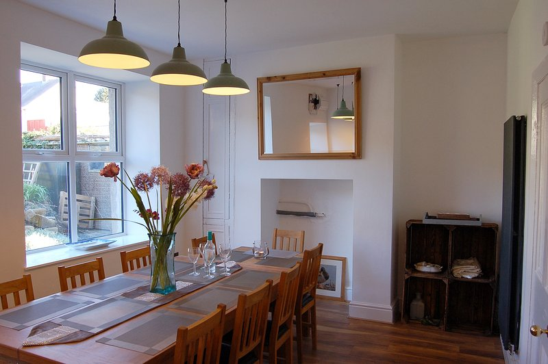 Frondderw Family Holiday Home, vacation rental in Llwyngwril