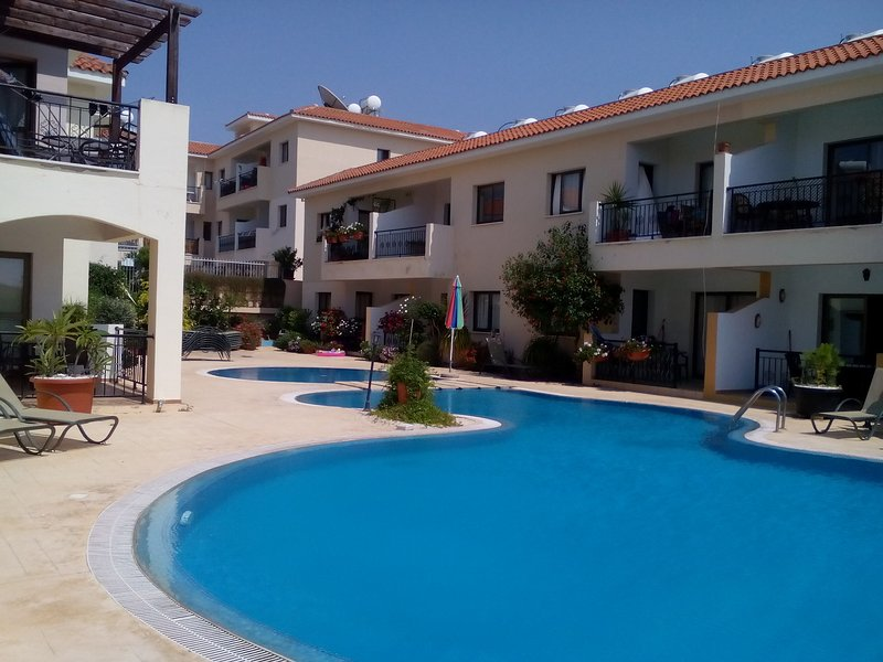 Luxury Apartment, beautiful Paphos, Cyprus, ideal for Long Lets and Staycations, holiday rental in Empa