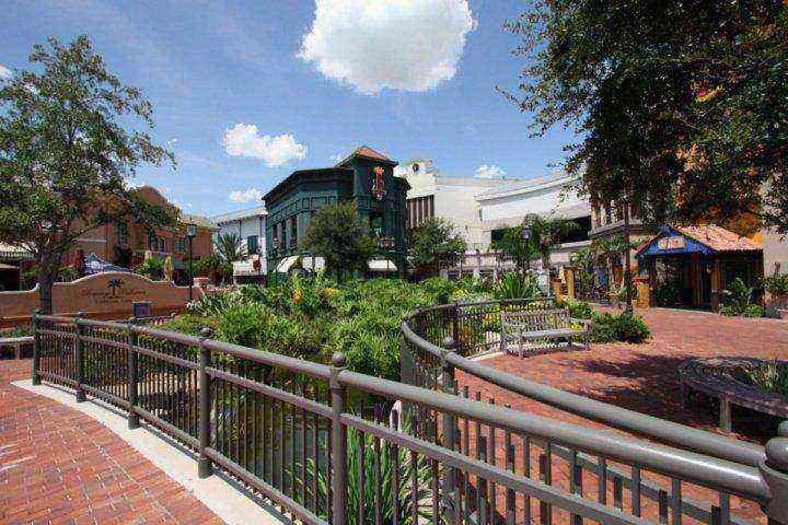 Pasar una tarde de compras en uno de los centros comerciales en Orlando FL