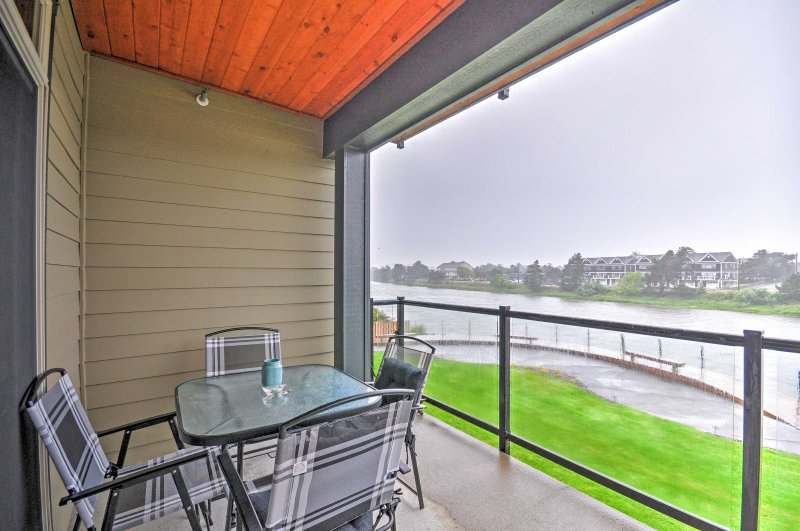 This 2-bedroom, 2-bathroom vacation rental condo in Seaside features a balcony.