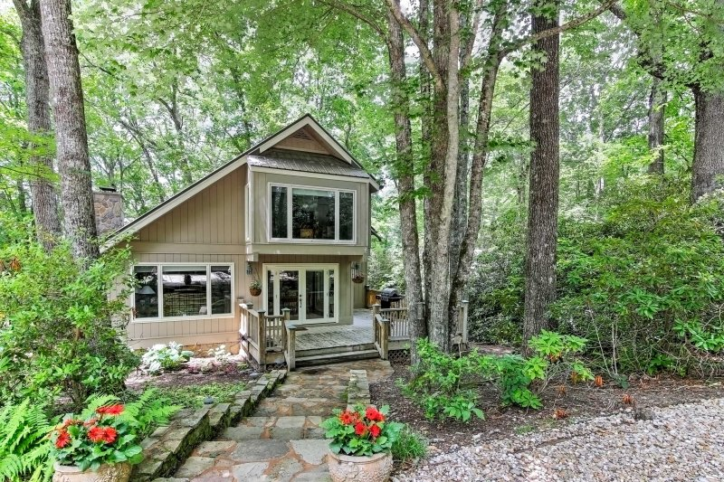 Relish in a private, serene, and lush environment when you stay at 'Smallwood,' a 3-bedroom, 3-bathroom vacation rental house in Highlands, North Carolina!