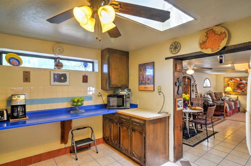 De keuken grenst aan de eethoek.