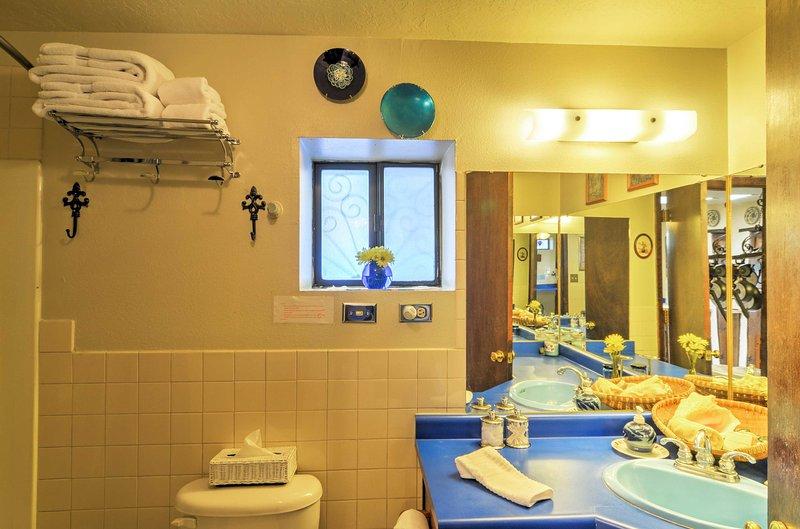 Opfrissen in de badkamer.
