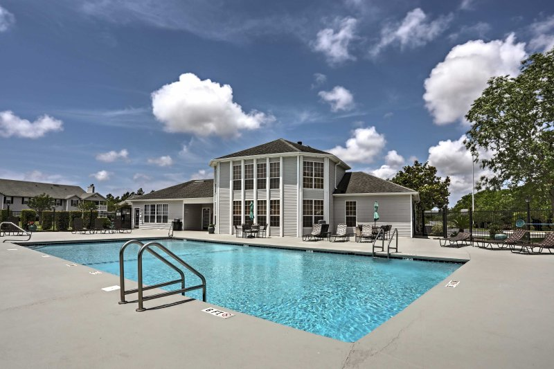 Explore Gulf Shores from this luxurious vacation rental condo!