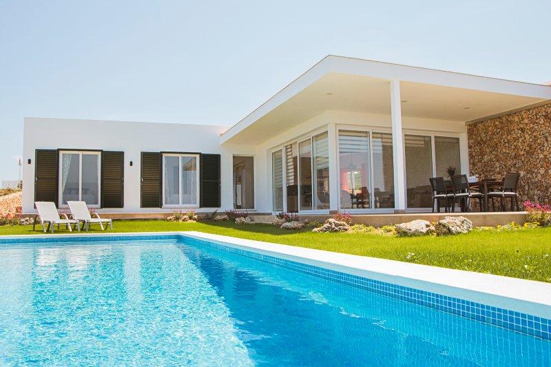 VILLA DE LUJO, VISTAS IMPRESIONANTES, location de vacances à Arenal d'en Castell