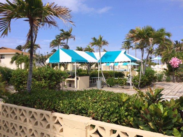 Common BBQ & Pool Lounge Area