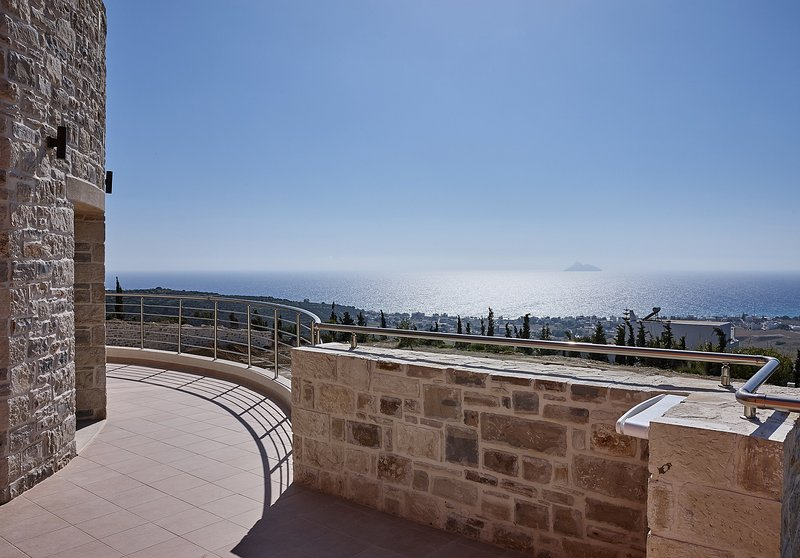 Orelia Cretan - Hübsche Ferienwohnung mit atemberaubendem Ausblick, holiday rental in Kamilari