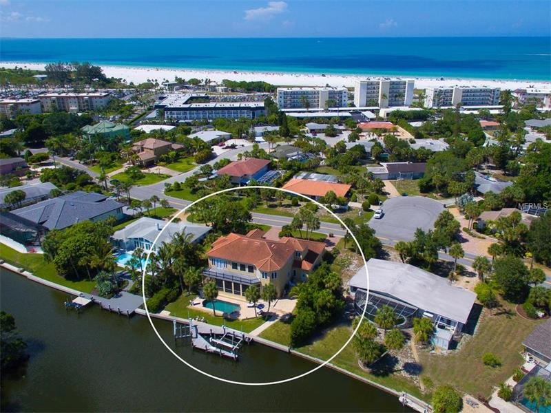 To get to the beach, go four houses and turn right at large green roofed house, 100 yards to beach.