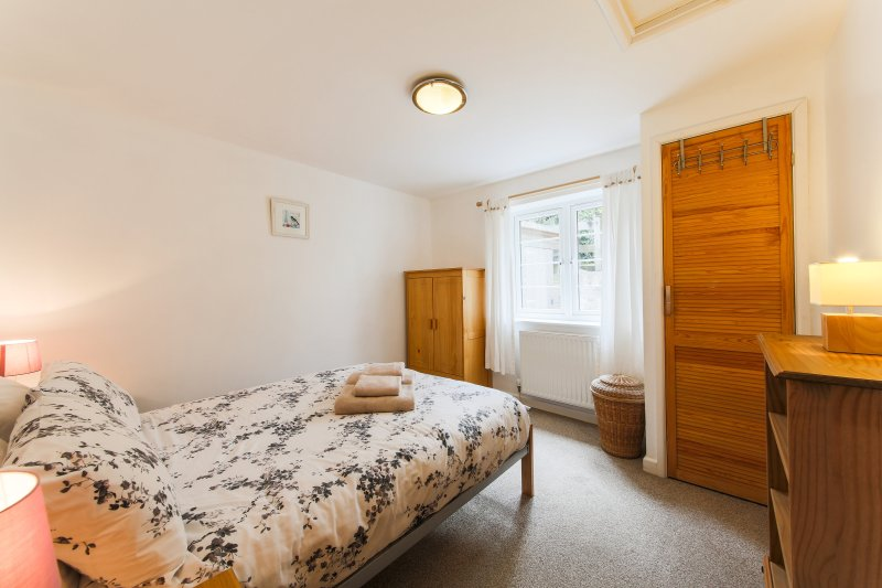 Attached annexe sleeping two is also available to rent.  Please enquire.
