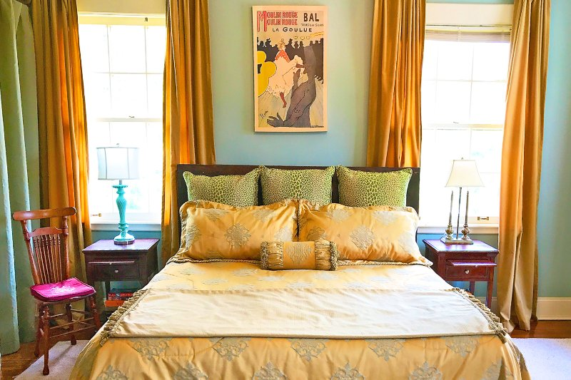 The Honey Room in the Clarksdale White House. King-size bed. Comfortable sitting area. Private bath.