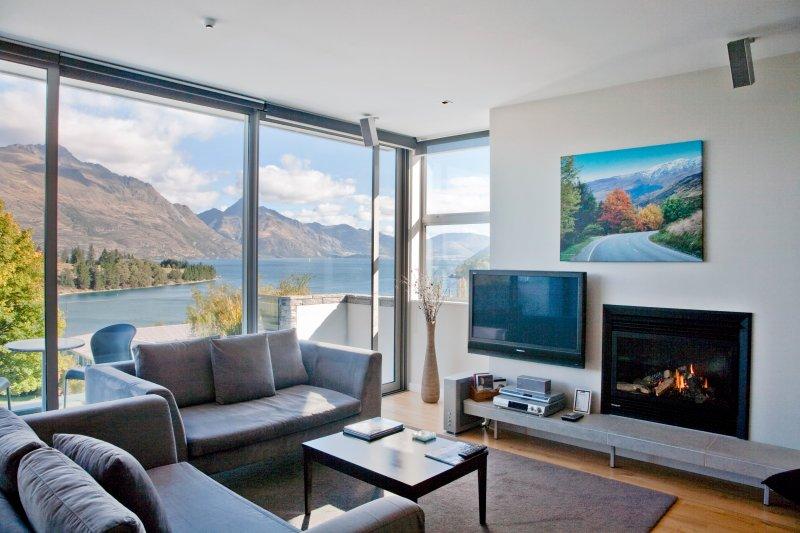 Lounge to Lake View
