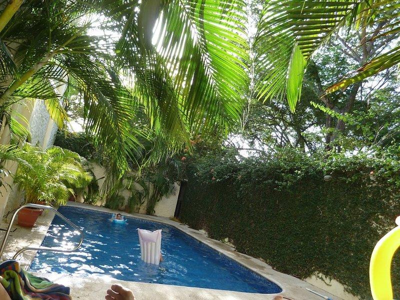 La Buena Vida 4 - Quiet Luxury Steps from Tamarindo Restaurants, Shops and Beach, holiday rental in Tamarindo