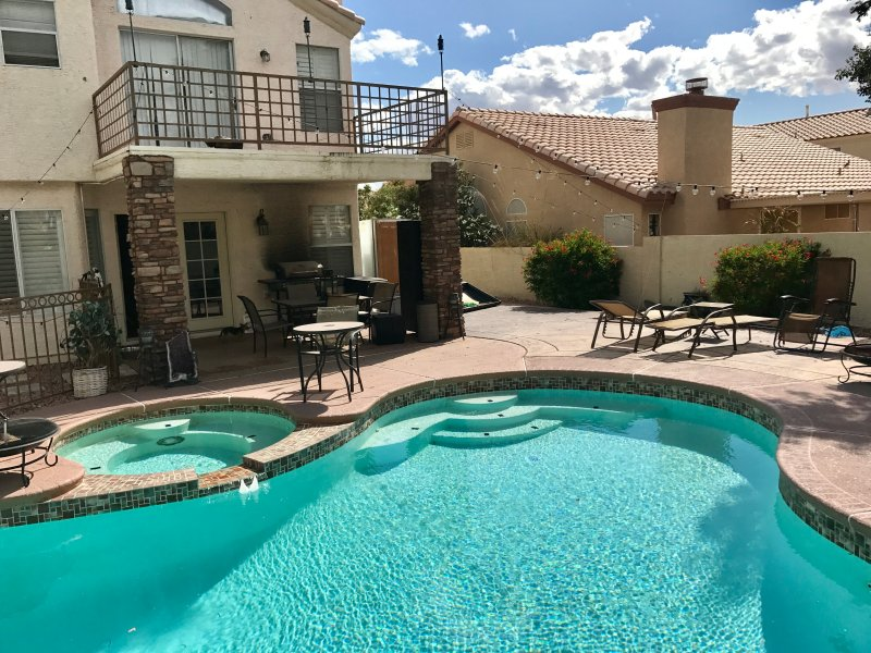Amazing POOL/HOTTUB w Putting Green, holiday rental in Henderson