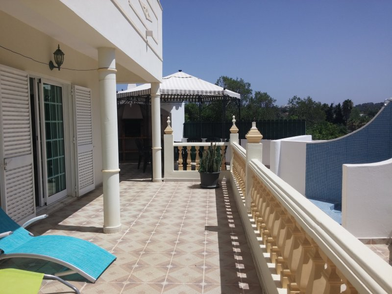 Villa in Albufeira just 2 kms of beach, vacation rental in Albufeira